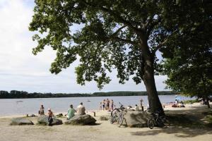 Guide de dragey ronthon tourisme vacances week end for Appart hotel fleurdumont