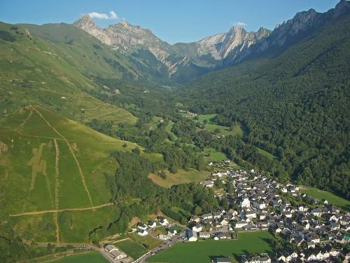 Accous et le vallon d'Aoulet au couchant