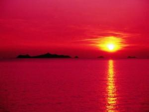 Sunset on the Sanguinary Islands (© JE)