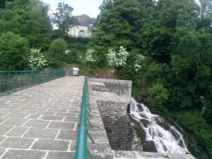 Bosméléac Dam and waterfall