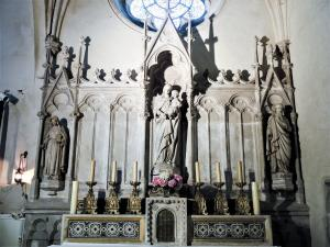 Altar of the Virgin, in the church (© J.E)