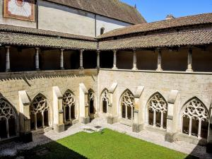 Cloister garden, seen from the floor (© J.E)