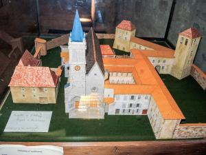 Model of the abbey - In the church (© J.E)