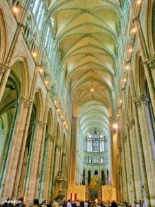 Nave of the cathedral (© Jean Espirat)