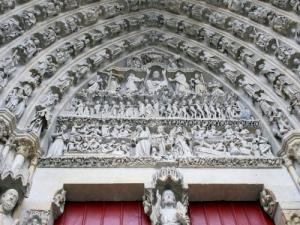 Tympanum of the central porch (© Jean Espirat)