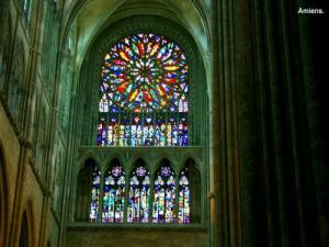 Large rose window of the cathedral (© Jean Espirat)