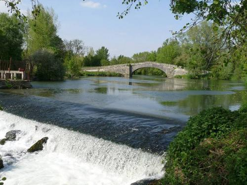 Angeac-Charente - Elbow Bridge en waterval op de Charente
