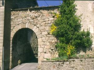 Noon Gate, remnant walls