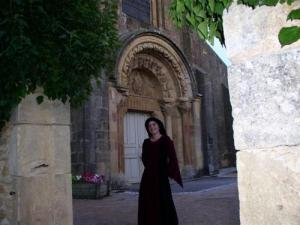Night tours of the priory - Lady Edwige in front of the Romanesque portal