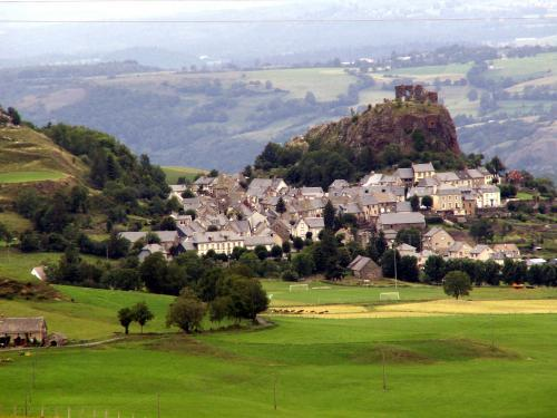 Apchon - Tourism, holidays & weekends guide in the Cantal