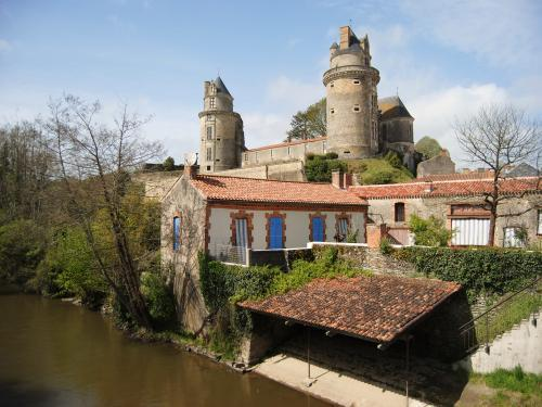 Apremont - Tourism, holidays & weekends guide in the Vendée