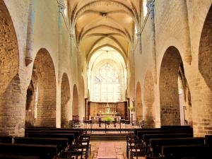 Nave of the church of Saint-Just (© Jean Espirat)
