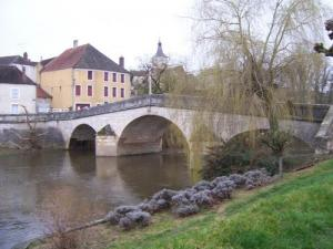 Arcy-sur-Cure and bridge