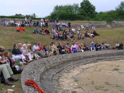 Photos argenton sur creuse tourisme vacances week end for Argenton sur creuse piscine