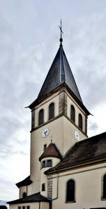 Bell tower with tower attached to the church of Aspach-le-Haut (© J.E)