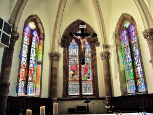 Stained glass windows of the church choir (© Jean Espirat)