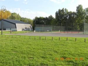 Base recreation with indoor tennis, outdoor tennis, swimming pools... 3