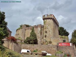 Altes Schloss Avranches (© J.E)