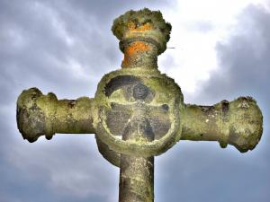 Detail of the cross of the Ribeyre - The Fohet (© J.E)