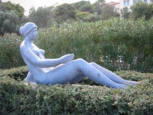 Young lady (Maillol bronze)