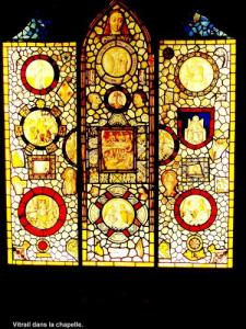 Hôtel-Dieu - stained glass window of the chapel (© JE)