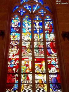 stained glass window of the chapel (© JE)