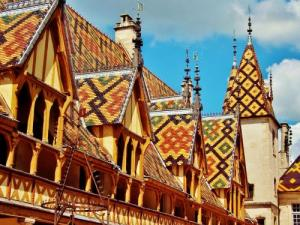 polychrome Roofing Hospices (© Jean Espirat)