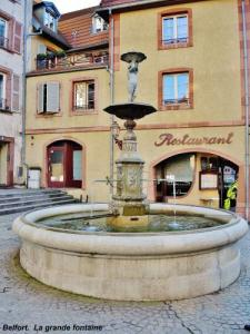 The large fountain - old town (© JE)