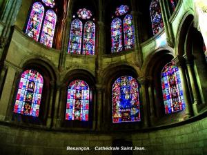 Stained Glass Cathedral (© Jean Espirat)