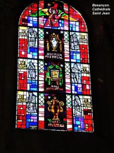 Window of the cathedral (© Jean Espirat)