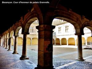 courtyard of the Palace Granvelle (© Jean Espirat)