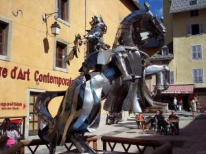 The Knight of Iron on the Place d'Armes (© Jean Espirat)