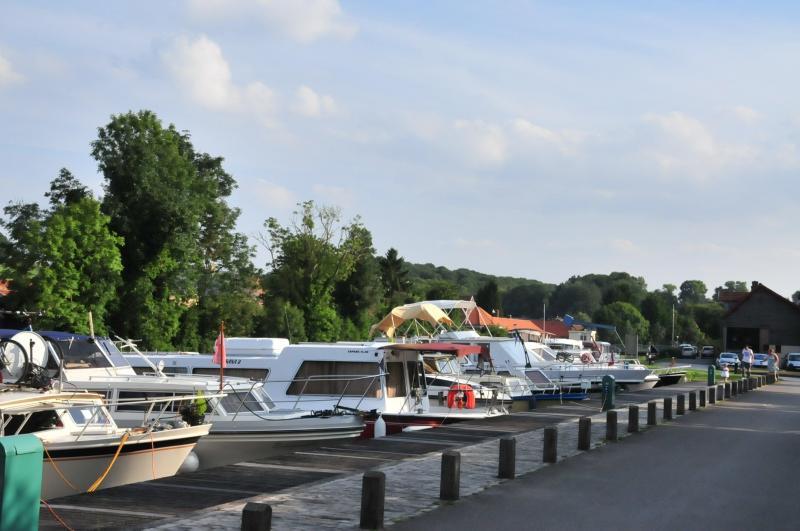 Port de plaisance de cappy lieu de loisirs cappy for Piscine de mons grand large