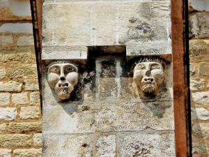 Sculptures on an outside wall frieze of college (© Jean Espirat)