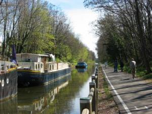 The greenway along the Canal du Centre