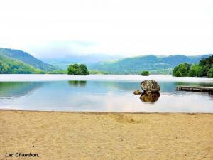sandy beach, east side of Lake Chambon ( © JE)
