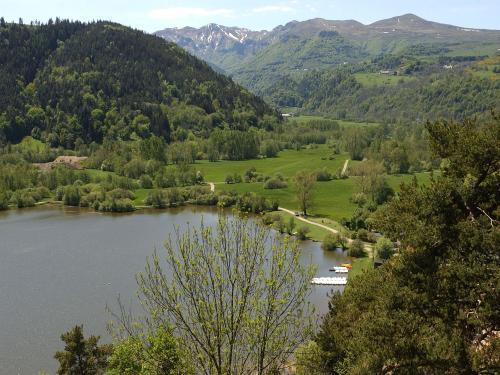 Chambon-sur-Lac - Tourism, holidays & weekends guide in the Puy-de-Dôme