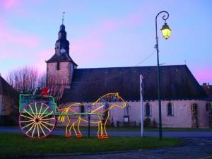 Christmas lights in front of the church Chassant
