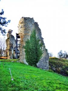 Ruins of Northeast Towers the old castle (© Jean Espirat)