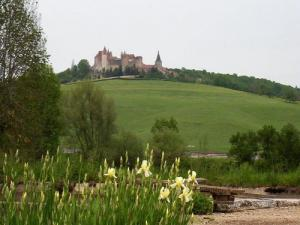View of the castle of Châteauneuf from the channel Burgundy