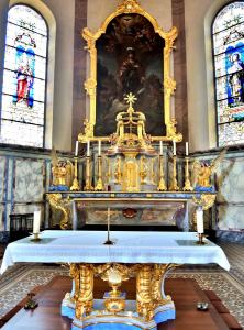 High altar and altarpiece of the church (© J.E)