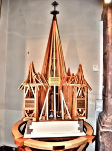 Model of the framework of the church, in the church (© J.E)