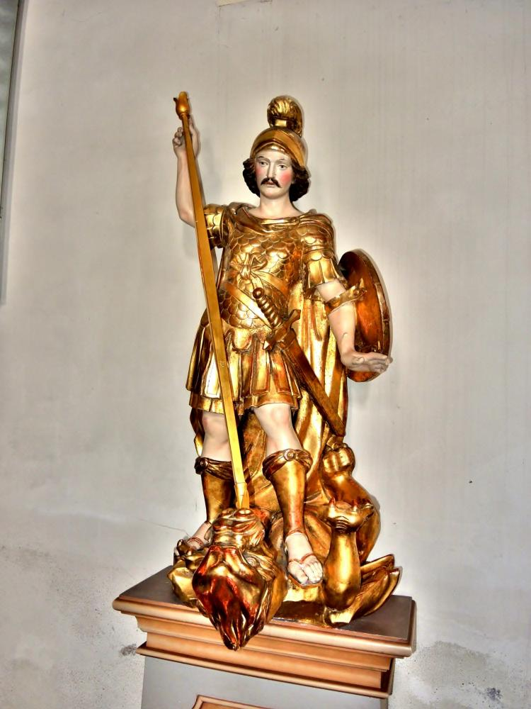 Châtenois - Statuette of Saint George, in the church (© J.E)