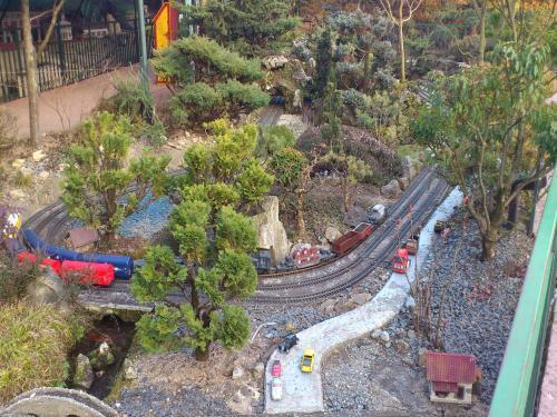 Foto parco a tema del jardin ferroviaire luogo di for Jardin ferroviaire