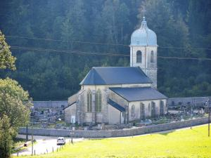 The church for the village (© Jean Espirat)