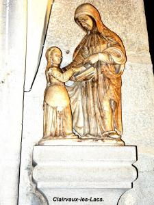 Statue of St. Anne, the Virgin educating (© Jean Espirat)