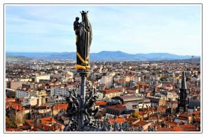 view on a section of Clermont-Ferrand from the Notre Dame Cathedral of the Assumption (© Gérard Charbonnel 2014)