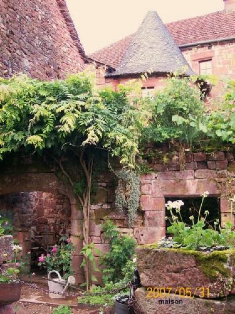 Collonges-la-Rouge - Street Village