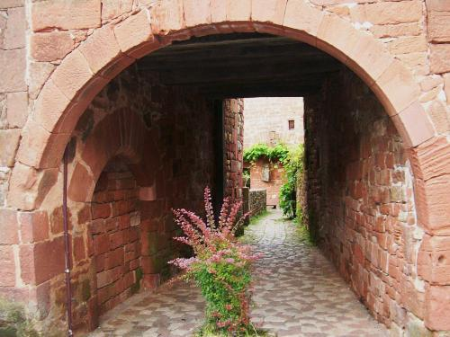 Collonges-la-Rouge - gewölbte Passage
