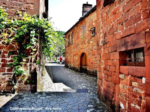 Collonges-la-Rouge - Black Street (© Jean Espirat )